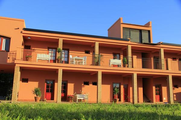 Casa Docente de Colón. Ubicación: Chacabuco 255 – (03447) 424560